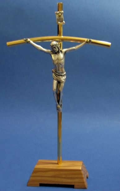 Križ na postolju - metalni
