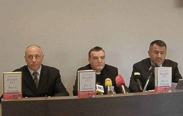 """Na konferenciji za medije kardinal Bozanić predstavio Papinu knjigu """"Isus iz Nazareta"""""""