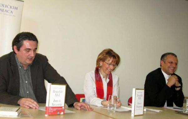 """Predstavljena knjiga """"Isus iz Nazareta"""" na """"Tjednu kršćanske kulture"""" u Slavonskom Brodu"""