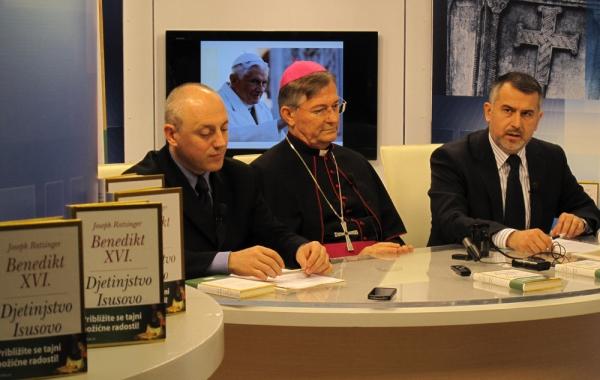 """Mons. Marin Barišić na prvom hrvatskom predstavljanju predstavio knjigu pape Benedikta XVI. """"Djetinjstvo Isusovo"""""""