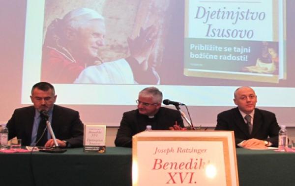 """Mons. Uzinić predstavio knjigu """"Djetinjstvo Isusovo"""" u Dubrovniku"""