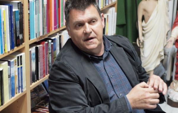 """Ravnatelj Muzeja antičkog stakla dr. Ivo Fadić gostovao na """"Večeri u knjižari"""" u Zadru"""