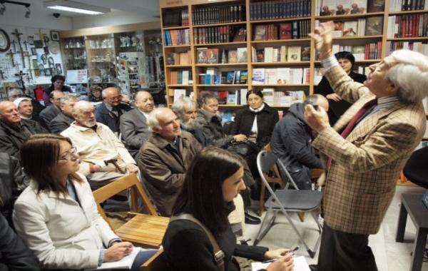 "Joja Ricov gostovao na ""Večeri u knjižari"" u Zadru"