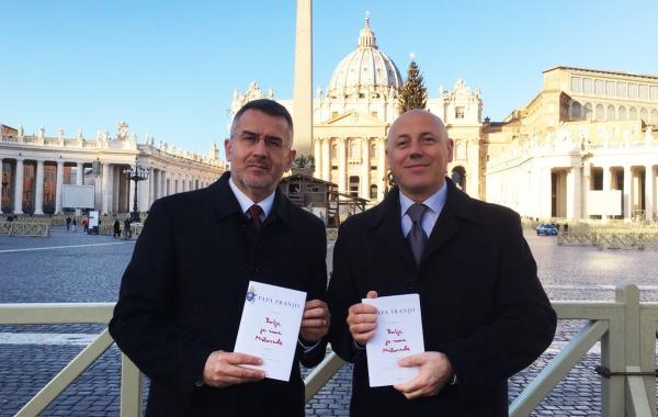 """U Vatikanu predstavljena knjiga """"Božje je ime Milosrđe"""""""