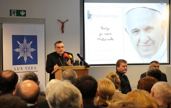 """Prvo hrvatsko predstavljanje knjige """"Božje je ime Milosrđe"""" za publiku"""
