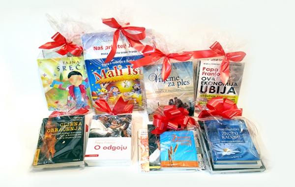 Verbumova božićna akcija: darovni kompleti uz popuste!